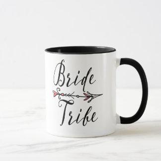 Tribo da noiva com a caneca de café da seta