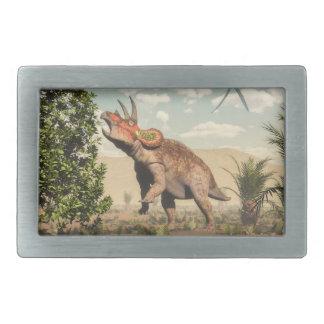 Triceratops que come na árvore da magnólia - 3D