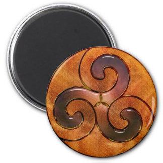 triskele celta no ouro ímã redondo 5.08cm