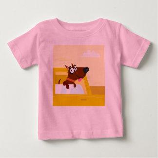 Tshirt cor-de-rosa com cão marrom camiseta para bebê