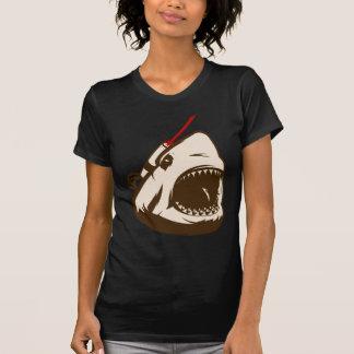 Tubarão com um raio laser de Frickin Tshirts