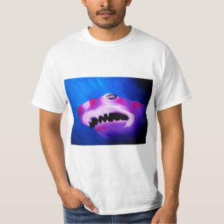 Tubarão de um T diferente da cor Tshirts