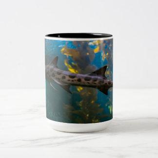 Tubarão em uma caneca