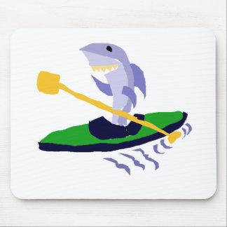 Tubarão engraçado que Kayaking Mouse Pad