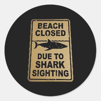 tubarão manchado adesivo redondo