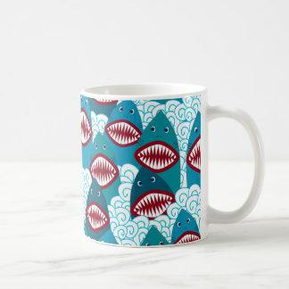 Tubarões irritados caneca de café