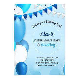 Tudo no convite azul do aniversário