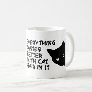 Tudo prova melhor com cabelo do gato nele a caneca