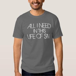 Tudo que eu preciso nesta vida do pecado camiseta