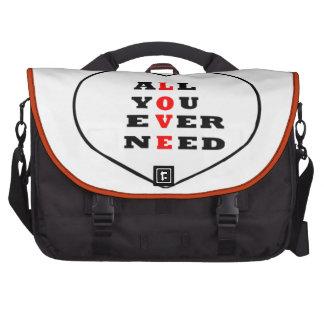 Tudo você precisa nunca o amor, em um coração, pastas para notebooks