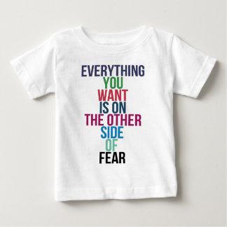 Tudo você Want está no outro lado do medo Camiseta Para Bebê