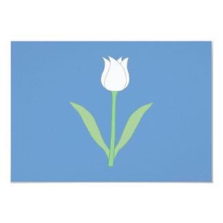 Tulipa branca no azul convite 8.89 x 12.7cm
