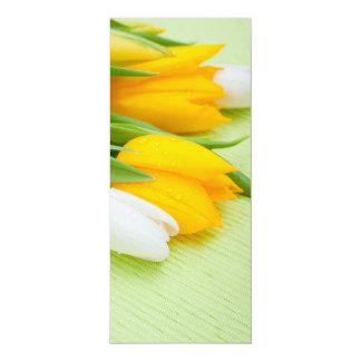Tulipas amarelas e brancas convite 10.16 x 23.49cm