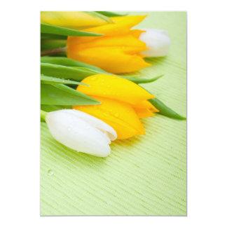 Tulipas amarelas e brancas convite 12.7 x 17.78cm