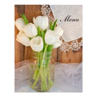 Tulipas brancas rústicas no menu do casamento do modelo de panfleto