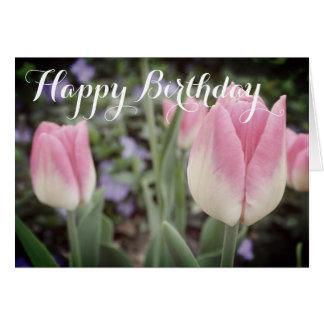 Tulipas cor-de-rosa no cartão de aniversário do