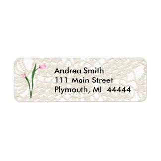 Tulipas e etiqueta de endereço cor-de-rosa do laço