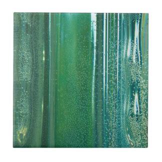 Turquesa e reflexões azuis no vidro