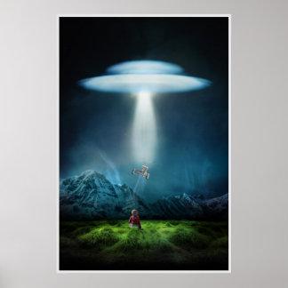 UFO e criança no campo no poster da noite