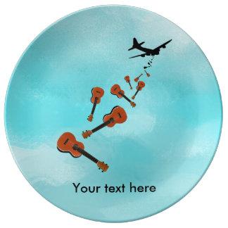 Ukuleles deixando cair do avião prato de porcelana