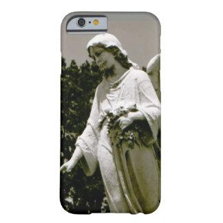 Um anjo em sua capa de telefone do bolso
