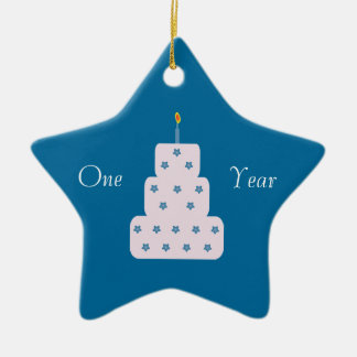 Um azul customizável do bolo de aniversário da ornamento de cerâmica estrela