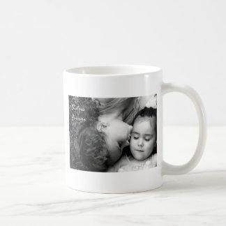 Um beijo para de O/Sisters a caneca branca clássic
