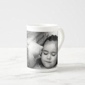 Um beijo para de O/Sisters a caneca de China de os Bone China Mug