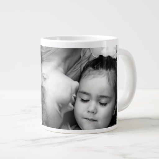 Um beijo para de O/Sisters a caneca enorme para se Canecas De Café Muito Grande