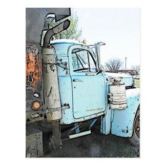 Um caminhão velho cartão postal