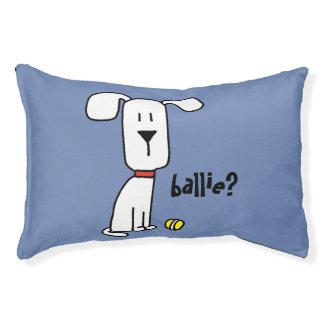 Um cão & seu coxim pequeno da cama do cão de