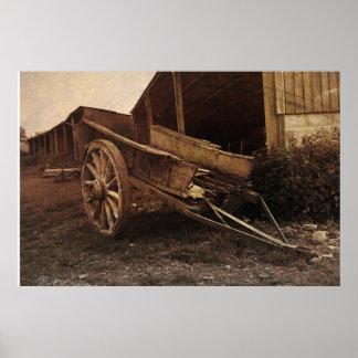 Um carro de madeira velho pôster