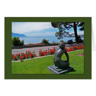 Um cartão que mostra um olhar para fora no lago