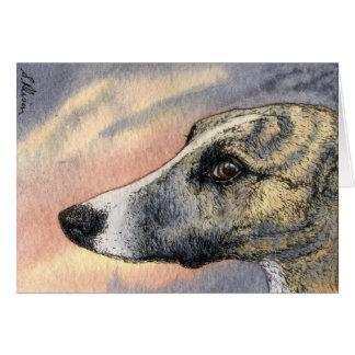 Um CARTÃO tímido, considerável do cão