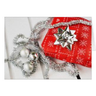 Um cartão tradicional de prata do feriado do Natal