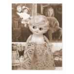 Um caso da boneca do vintage cartões postais