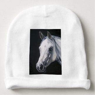 Um cavalo branco gorro para bebê