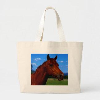 Um cavalo que está orgulhoso bolsas para compras