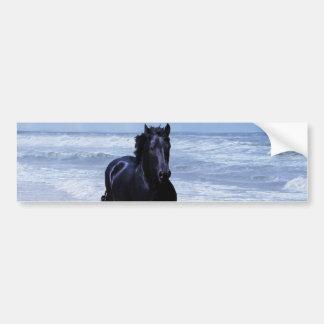 Um cavalo selvagem e livre adesivo para carro