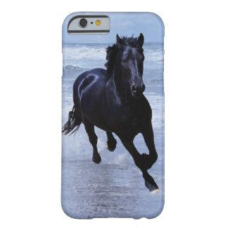 Um cavalo selvagem e livre capa barely there para iPhone 6