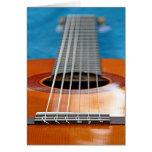 Um close up de cordas da guitarra cartao