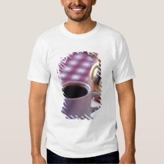 Um copo do café árabe. Syria. O meio T-shirts