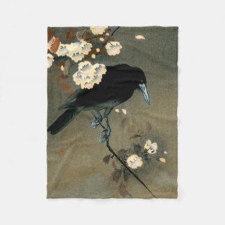 Um corvo e uma flor pelo vintage de Ohara Koson Cobertor De Velo