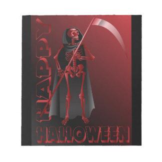 Um esqueleto com um scythe o Dia das Bruxas feliz Bloco De Notas