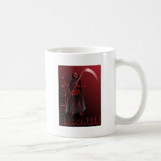 Um esqueleto com um scythe o Dia das Bruxas feliz Caneca De Café