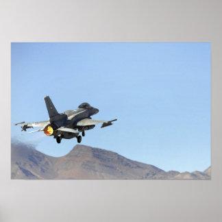 Um F-16E dos United Arab Emirates Poster