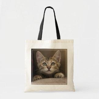 Um gatinho muito doce do gato malhado sacola tote budget