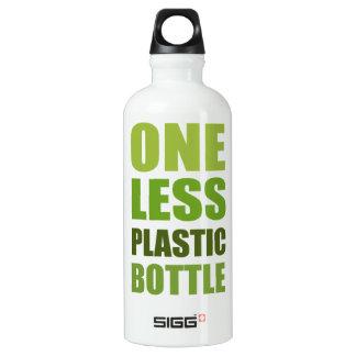 Um menos garrafa plástica