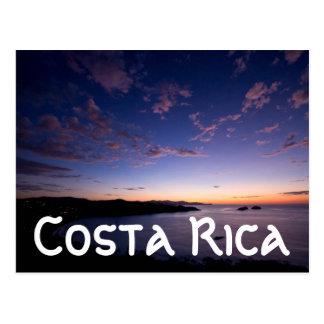 Um por do sol sobre o oceano em Costa Rica Cartão Postal