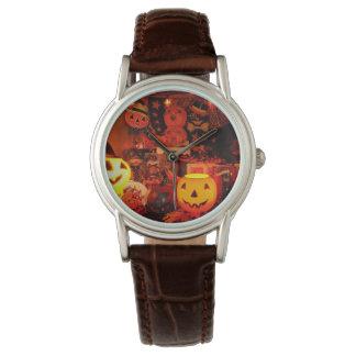 Um relógio do Dia das Bruxas do vintage